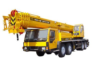 Engineering Hydraulic Mobile Crane , Telescopic Mobile Boom Crane 70 ton